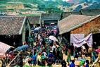 Chợ Đồng Văn nằm ngay trong khu phố cổ Đồng Văn.