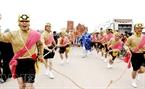 La procession du génie cheval de Giong.