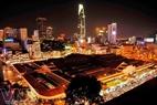 Chợ Bến Thành giữa trung tâm Sài Gòn về đêm trở nên lung linh hơn.