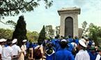 Đoàn lên thăm núi Thiên Ấn và viếng mộ cụ Huỳnh Thúc Kháng.