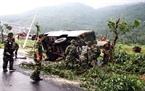 Lực lượng quân đội khắc phục hiện trường và mở đường phục vụ công tác cứu hộ, cứu nạn.
