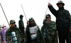 lực lượng quân đội nhanh chóng triển khai hệ thống thông tin liên lạc.
