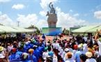 Một cuộc gặp mặt đầy ý nghĩa giữa người dân Vàm Lũng và Đoàn đã được tổ chức trọng thể ngay tại tượng đài kỉ niệm Đường Hồ Chí Minh trên biển.
