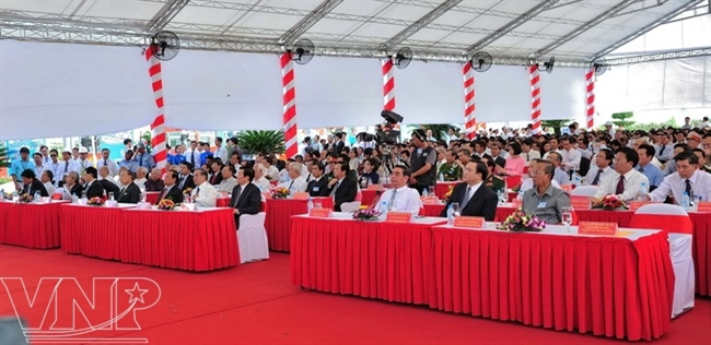 Leaders of the Party and State attend the opening ceremony of Thu Thiem Tunnel and the entire East-West Highway.