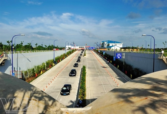 Thu Thiem Tunnel links with the East-West Highway.