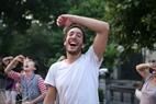 Những người bạn nước ngoài cũng tham gia buổi tập của câu lạc bộ Yoga cười