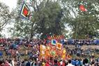 Hàng ngàn người dân địa phương và du khách gần xa tham dự hội Phết Hiền Quan.