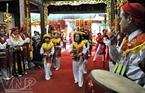 """Điệu múa """"Sinh tiền"""" được thể hiện trong lễ hội làng."""