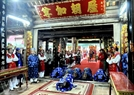 Lễ tế tại đại Đình diễn rất trang nghiêm và thành kính.