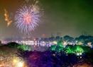 Hồ Gươm đêm 30 Tết lung linh và huyền ảo trong sắc thắm của hoa, của đèn và những màn pháo hoa ngoạn mục.