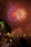 Điểm bắn pháo hoa tại Khu đô thị Văn Quán, quận Hà Đông cũng tưng bừng và thu hút nhiều người dân đến xem.