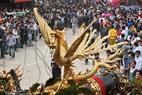Con Phượng – vật  linh được chạm bằng gỗ gắn trên pháo lớn.