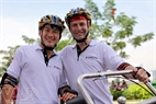 Hai tay đua người Việt và người nước ngoài của đội đua Vinaliving.