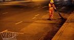 Khi mọi người đã chìm vào giấc ngủ, người nữ lao công vẫn âm thầm với công việc của mình trên đường phố.