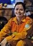 Và nụ cười lại bừng sáng trên khuôn mặt người nữ lao công Tp. Hồ Chí Minh.