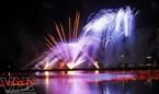 Rực rỡ đêm hội pháo hoa trên sông Hàn. (Ảnh: Lê Hải)