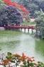 Hoa Phượng cũng tô thêm sắc thắm cho Hồ Gươm, trái tim của Thủ đô Hà Nội.