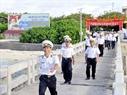 Niềm vui của các chiến sĩ ra đón thân nhân tại đảo Trường Sa lớn.