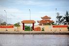 Khu tưởng niệm Bác Hồ do người dân Đất Mũi tự đóng góp xây dựng, nhằm tỏ lòng tôn kính đối vị lãnh tụ kính yêu của dân tộc.