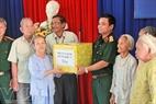 Các sở, ban, ngành địa phương thường xuyên tới thăm, tặng quà cho các mẹ liệt sĩ.