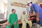 Tại Trung tâm chăm sóc người có công với cách mạng Đà Nẵng, các cụ không cảm thấy cô đơn nhờ có sự chăm sóc tận tình của y, bác sĩ và nhân viên.