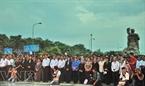 Đã có rất đông quan khách tới tham dự Lễ thắp nến tri ân các anh hùng liệt sĩ.