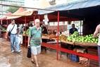 Chợ nông sản ở một khu phố nhỏ của Thủ đô.