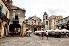 Una apacible plaza de La Habana Vieja.