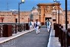 Nghi lễ cổ vẫn được duy trì hàng ngày trên pháo đài La Cabanha.