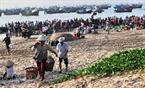 Toàn cảnh chợ cá bãi ngang Mũi Né.
