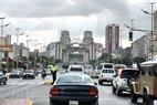 Avenida principal Simón Bolívar, con el sistema de lámparas de alta presión instalado por la compañía Hapulico de Vietnam.
