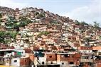 Casas humildes en un cerro.