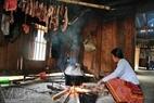 Bếp lửa là lò sấy thịt để dữ trữ thức ăn cho mấy ngày Tết của người Mông.
