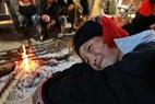 Chú bé vùng cao ấm lòng bên bếp lửa ngày giá rét.