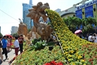 "The large ""Dragon Welcomes Spring"" on Nguyen Hue Flower Street."