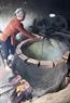 Рис сначала слегка обжаривают. Фото: Чан Тхань Жанг