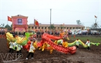 Dragon dance performance to open Doi Son Tich Dien Festival 2012.