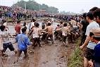 Hàng năm, cứ đến ngày 13 tháng Giêng, dân vùng Hiền Quan lại tổ chức hội cướp phết.