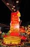 Cổng chào hình trống đồng Đông Sơn rực sáng trong đêm hội Nguyên Tiêu. Ảnh: Nguyễn Luân