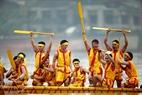 Các tay chèo của đội bơi trải xã Phượng Lâu hò reo mừng vui chiến thắng. (Ảnh: Hoàng Quang Hà)