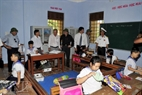 Visiting pupils in Truong Sa Lon Primary School.