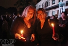 Foreign tourists participate in the event in response to Earth Hour in Hanoi. Photo: Cong Dat