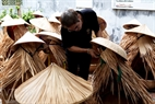 Preparing for the performance of Chuong Village's conical hats.