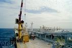 Bateau de dépôt MV12 en activité auprès de mine de pétrole de Rông Dôï.