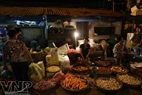 Local people go to the market in the early morning to buy goods at a cheaper price.