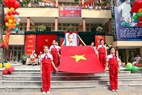 The procession of the national flag and a photo of Uncle Ho at Thai Thinh Primary School.