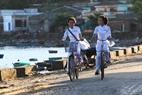 Le 5 septembre, de bonne heure, les èlèves de Ly Son, en tenue de l'ao dài, prêtes à la rentrée des classes.