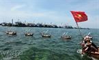 Cérémonie de lancement de bateaux de pêche.