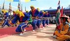 Singing and dancing to reproduce the trips crossing the sea of Hoang Sa Flotila sailors.