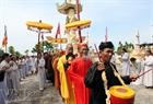 Торжественная встреча буддистских монахов, прибывших с материковой части Вьетнама для моления за упокоение с миром героев, погибших при исполнении военных обязанностей на архипелаге Чыонгша.